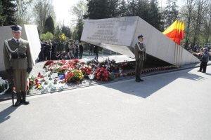 Pomnik ofiar katastrofy smoleńskiej na Cmentarzu Wojskowym na Powązkach w Warszawie