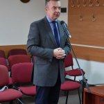 Zdjęcie przedstawia przemawiającego Posła na Sejm Dariusza Wieczorka