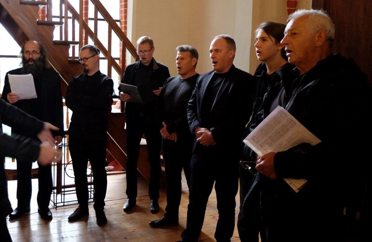 Na zdjęciu śpiewający członkowie Tanowskiego Bractwa Śpiewaczy