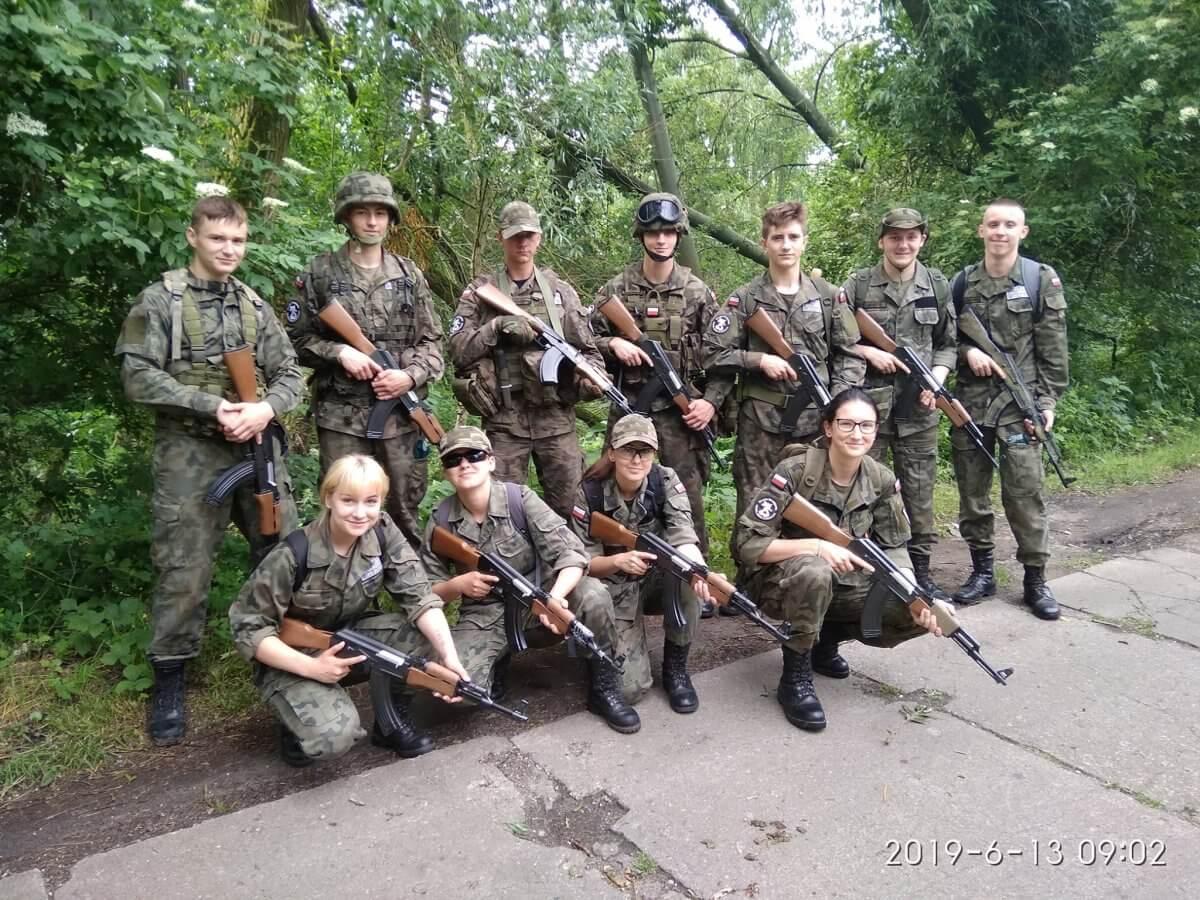 Uczniowie klasy wojskowej Zespołu Szkół im. I. Łukasiewicza w Policach