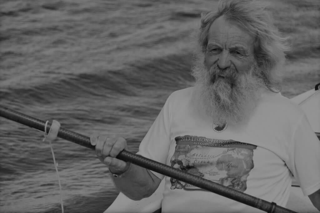 Aleksander Doba płynący kajakiem