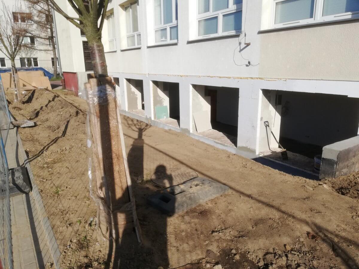 Pracownie elektryczne w trakcie budowy - widok z zewnątrz