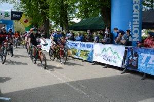 Uczestnicy wyścigu w kolarstwie przełajowym