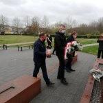 Delegacja związków zawodowych składa kwiaty i znicze pod pomnikiem Ludziom Solidarności
