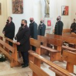 Przedstawiciele samorządów gminnych i powiatowego podczas Mszy Świętej