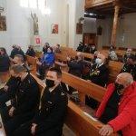 Strażacy i zaproszeni goście podczas Mszy Świętej