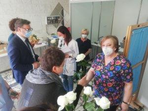 Życzenia i kwiaty z okazji Międzynarodowego Dnia Pielęgniarek i Położnych