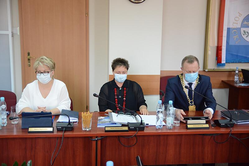 Zarząd Powiatu w Policach podczas XXXI sesji Rady Powiatu w Policach