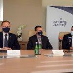 Przedstawiciele Powiatu Polickiego i Grupy Azoty Police S.A. w sali konferencyjnej