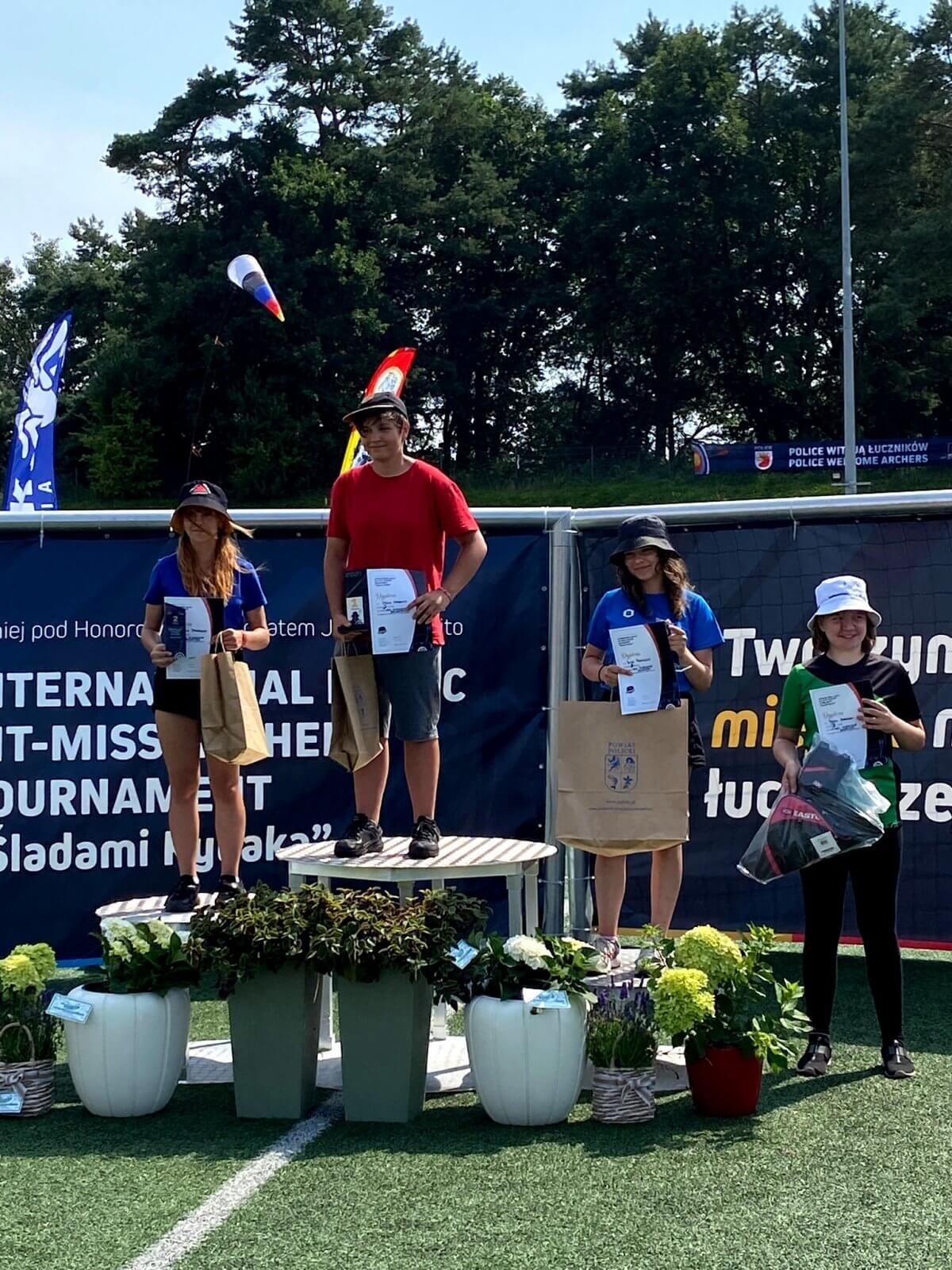 """Zwycięzcy na podium w turnieju """"Śladami Rybaka"""""""