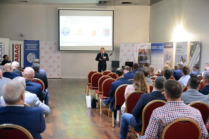 Starosta Policki Andrzej Bednarek przemawia podczas XX Forum Drogownictwa Województwa Zachodniopomorskiego